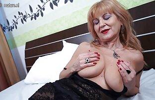Sus cumplidos pusieron cachonda a esta abuela alemana con medias porno latino español