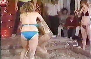 Morena le da peliculas porno completa en español latino a un chico BJ y le toca el coño y el culo